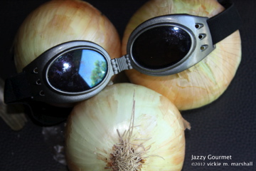Tearlessly Chop Onions by Jazzy Gourmet